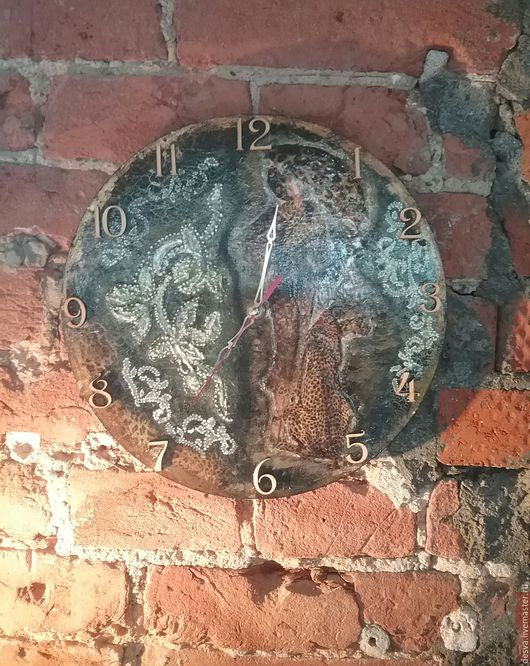 """Часы для дома ручной работы. Ярмарка Мастеров - ручная работа. Купить часы средних размеров  """"Двое под дождем"""""""". Handmade."""
