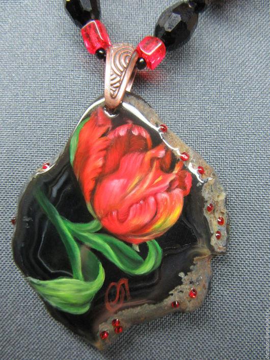 """Кулоны, подвески ручной работы. Ярмарка Мастеров - ручная работа. Купить """"Благородный тюльпан"""". Handmade. Ярко-красный, лаковая миниатюра"""