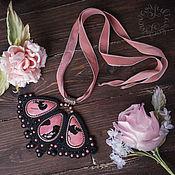 Украшения ручной работы. Ярмарка Мастеров - ручная работа Подвеска с родонитами на лентах. Handmade.