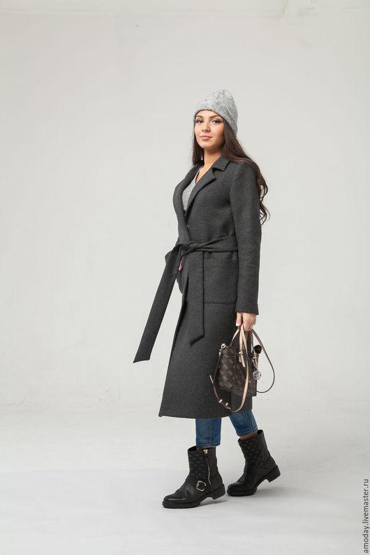 Тепленькое пальто серый графит универсально и модно одновременно. Сочетается с платьями в офис и с джинсами на отдых.Рост модели 172, размер 44