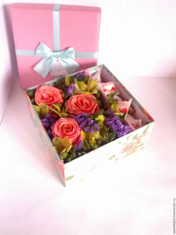 Букет из живых цветов в коробке своими руками 39