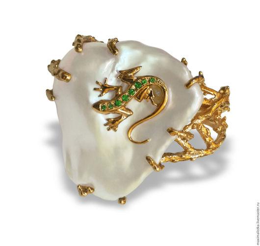 """Кольца ручной работы. Ярмарка Мастеров - ручная работа. Купить Кольцо""""Ящерка"""" из золота 585 с изумрудами и барочным жемчугом. Handmade. Белый"""