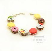 Сладкий браслет с пончиками и макарунами из полимерной глины