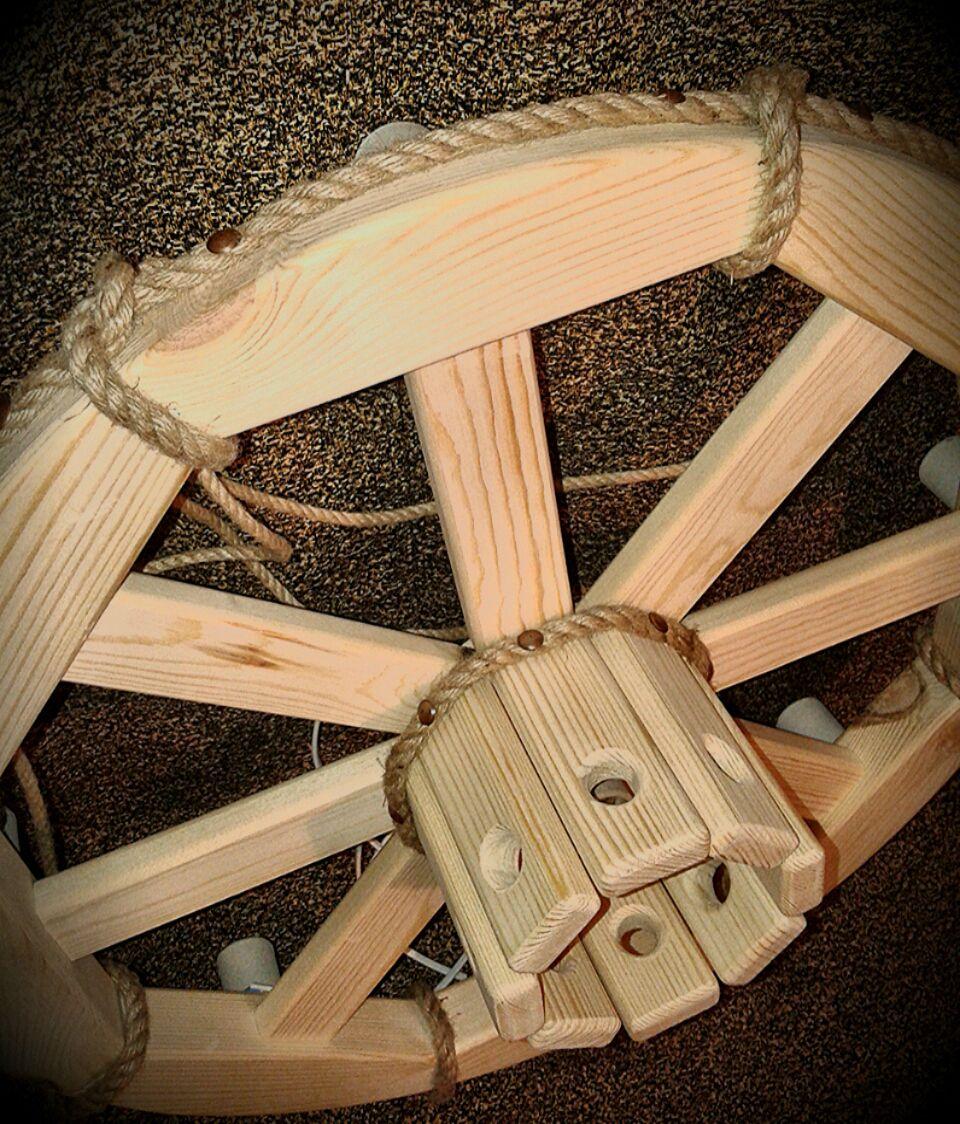 Светильник из колеса прялки