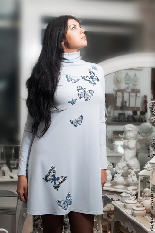 Вышивка бабочки на платье