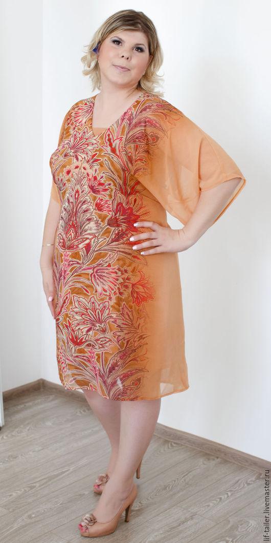 Оранжевое платье `Оригинального кроя` Платье состоит из двух частей: само платье и чехол-платье.