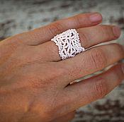 Украшения ручной работы. Ярмарка Мастеров - ручная работа Белое ажурное кольцо из бисера Широкое ажурное фриформ-кольцо Бохо. Handmade.