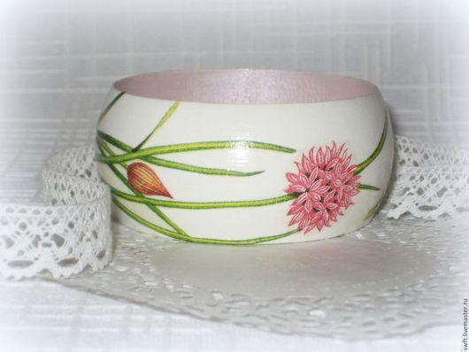 белый браслет розовый браслет романтичный модный стиль женский браслет недорогой деревянный браслет недорого красиво подарок девушке женщине сестре подруге маме жене на 8 марта день рождения дерево