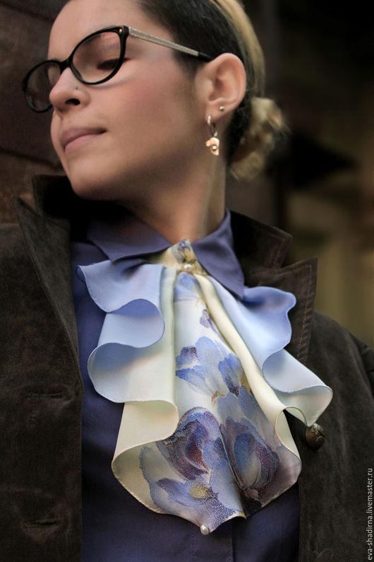 """Галстуки, бабочки ручной работы. Ярмарка Мастеров - ручная работа. Купить Жабо воротник, женский галстук батик """"Сиреневая дымка"""". Handmade."""