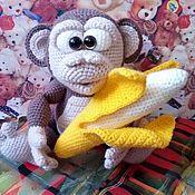Мягкие игрушки ручной работы. Ярмарка Мастеров - ручная работа Игрушки: Обезьянка с бананом. Handmade.