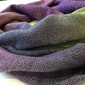 Аксессуары ручной работы. Ярмарка Мастеров - ручная работа Палантин Кауни тканый фиолетово-зелёный шарф теплый из шерсти Кауни. Handmade.