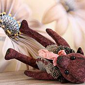 Куклы и игрушки ручной работы. Ярмарка Мастеров - ручная работа ФироЧка тедди мишка марсала джинс малиновый игрушка коллекция купить. Handmade.