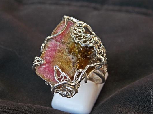 Кольцо `Арбузная мечта` с турмалином в серебре,выполненное в технике филигрань.