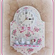 """Для дома и интерьера ручной работы. Ярмарка Мастеров - ручная работа Часы панно с полочкой """"Милые розочки 2"""". Handmade."""