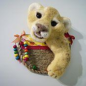 Куклы и игрушки ручной работы. Ярмарка Мастеров - ручная работа Львёнок - магнит из шерсти.. Handmade.