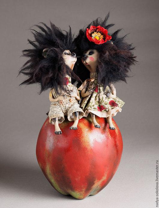 Коллекционные куклы ручной работы. Ярмарка Мастеров - ручная работа. Купить Яблоко. Handmade. Ярко-красный, ежи, premier