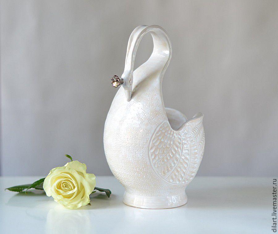 Ваза Белая Лебедь с короной