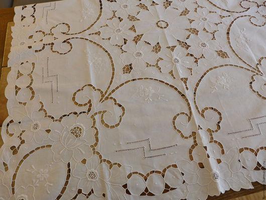 Винтажные предметы интерьера. Ярмарка Мастеров - ручная работа. Купить небольшая скатерть с нежными вышитыми цветами. Handmade. Белый