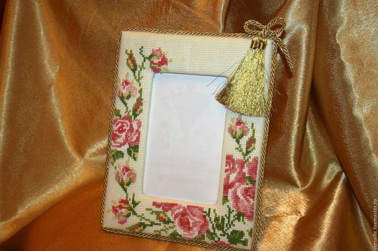 фоторамка с вышивкой, фоторамка с розой, вышитые розы, золотая фоторамка, интерьерная фоторамка, фоторамка с цветами, вышитые цветы на фоторамке, оригинальная рамка, рамка с цветами, фоторамка, рамка