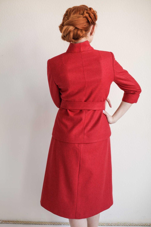 1f8c476d48a3 Красный шерстяной костюм, приталенный жакет со стойкой и юбка-трапеция –  купить в ...