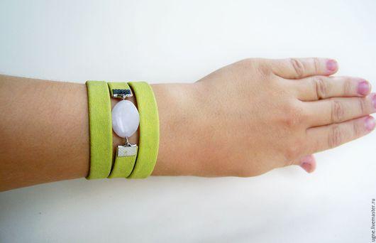 Браслеты ручной работы. Ярмарка Мастеров - ручная работа. Купить Зеленый браслет из кожи Зелено-белый с кварцем. Handmade.