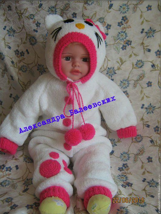 """Одежда для девочек, ручной работы. Ярмарка Мастеров - ручная работа. Купить Комбинезон""""Hello Kitty """"из мягкой пушистой пряжи Ализе софти, на возра. Handmade."""