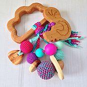Куклы и игрушки ручной работы. Ярмарка Мастеров - ручная работа Буковый грызунок с гремелкой и подвеской-фигуркой (в ассортименте). Handmade.