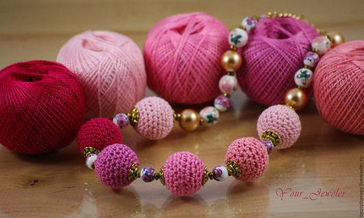 Колье, бусы ручной работы. Ярмарка Мастеров - ручная работа. Купить Вязаные бусы в розово-карминовых тонах. Handmade. Розовый