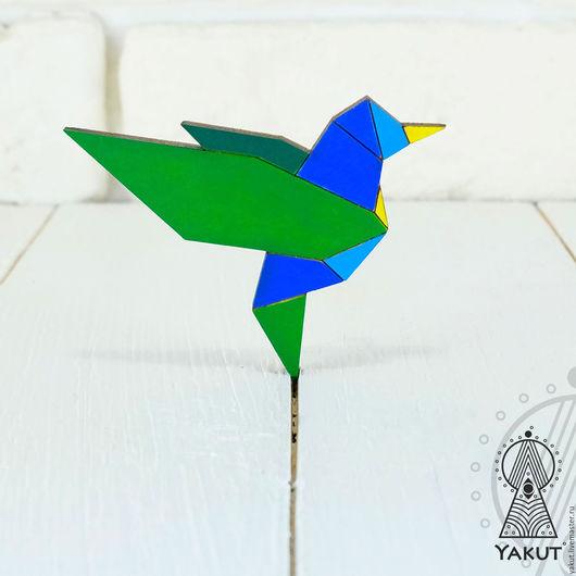 Броши ручной работы. Ярмарка Мастеров - ручная работа. Купить Деревянная брошь Колибри оригами / деревянный значок птичка мозайка. Handmade.