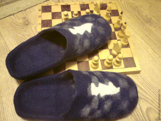 Обувь ручной работы. Ярмарка Мастеров - ручная работа. Купить тапочки валяные мужские Гроссмейстер. Handmade. Синий, год лошади, для мужчин
