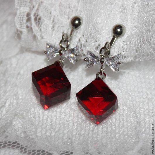 Клипсы -серьги `Бант в красном`  Купить оригинальные украшения.красные клипсы. Красные серьги.