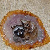 """Подарки к праздникам ручной работы. Ярмарка Мастеров - ручная работа """"Кот и енот"""" панно с живописью по камню. Handmade."""
