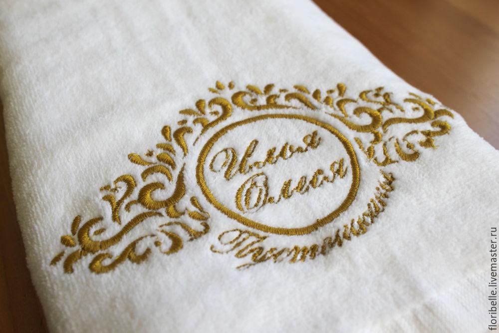 Полотенце с вышивкой инициалов