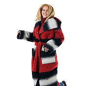 Пальто длинное шерстяное утепленное с капюшоном. В моде красный!