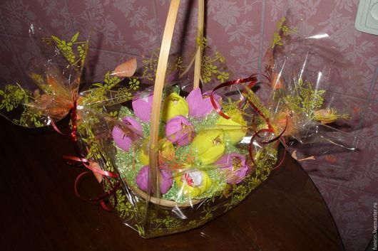 Персональные подарки ручной работы. Ярмарка Мастеров - ручная работа. Купить Корзина с тюльпанами. Handmade. Комбинированный, цветы, конфеты
