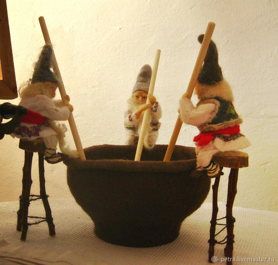 """Народные куклы ручной работы. Ярмарка Мастеров - ручная работа. Купить """"ХРАНИТЕЛИ КУЛИНАРНЫХ ТРАДИЦИЙ. МАМАЛЫГА"""". Handmade. Валяние, шерсть"""