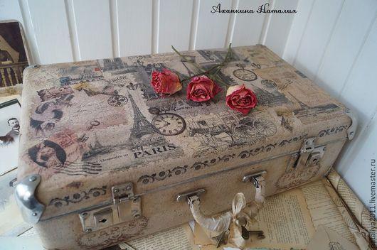 """Корзины, коробы ручной работы. Ярмарка Мастеров - ручная работа. Купить """"Привет из Парижа""""-чемодан. Handmade. Бежевый, Декупаж"""