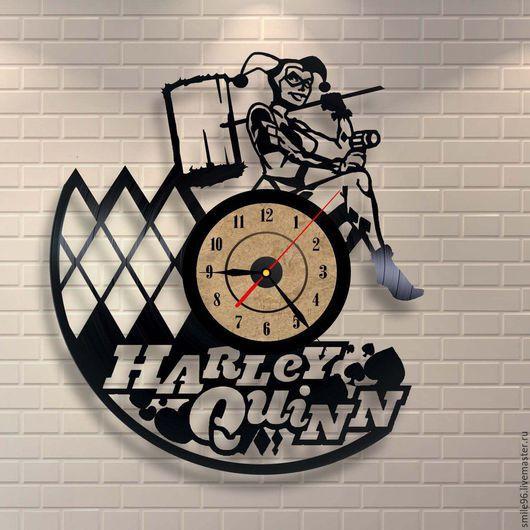 """Часы для дома ручной работы. Ярмарка Мастеров - ручная работа. Купить Часы из пластинки """"Harley Quinn"""". Handmade. Комбинированный"""