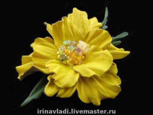 украшения из кожи, брошь заколка цветок. желтый цветок из кожи, аксессуары для волос, заколка цветок из кожи, кожаная брошка цветок. кожаный желтый цветок  цветок из кожи брошь