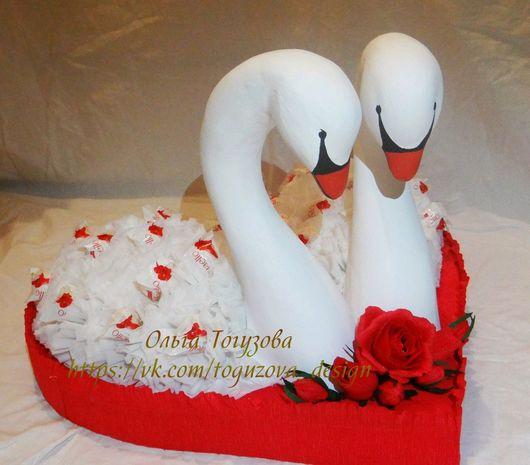 Подарки на свадьбу ручной работы. Ярмарка Мастеров - ручная работа. Купить Свадебные лебеди из конфет. Handmade. Подарок на свадьбу