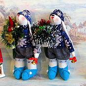 Куклы и игрушки ручной работы. Ярмарка Мастеров - ручная работа Новогодний зайчик. Зайка с колокольчиком. Заяц - новогодний подарок. Handmade.