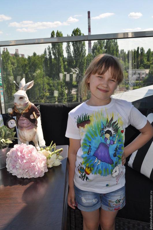 Одежда для девочек, ручной работы. Ярмарка Мастеров - ручная работа. Купить Авторская футболка с ручной росписью.100% хлопок. Handmade.
