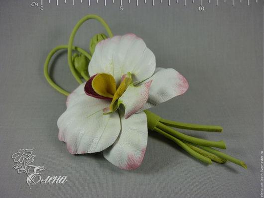 """Броши ручной работы. Ярмарка Мастеров - ручная работа. Купить Брошь из кожи орхидея фаленопсис """"Неженка"""". Handmade. Белый"""