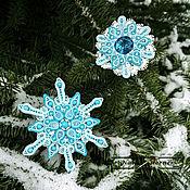 """Украшения ручной работы. Ярмарка Мастеров - ручная работа Парные броши """"Снежинки"""" (голубой, белый, мятный, снег). Handmade."""