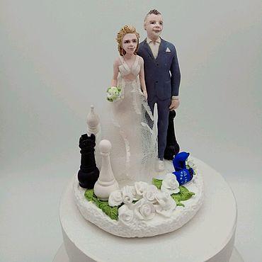 """Свадебный салон ручной работы. Ярмарка Мастеров - ручная работа фигурки на торт """"Невеста, жених, шахматы и тхеквондо"""". Handmade."""