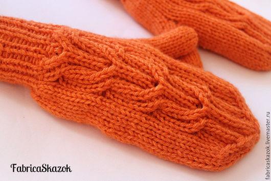 Варежки, митенки, перчатки ручной работы. Оранжевые теплые варежки, связанные спицами. FabricaSkazok (Елена). Ярмарка Мастеров. Вязаные аксессуары