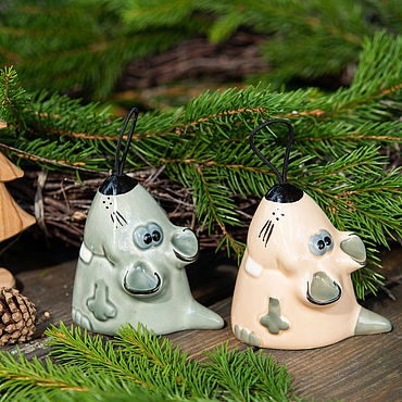 Сувениры и подарки ручной работы. Ярмарка Мастеров - ручная работа Мышки (крысьи) - символ года 2020, колокольчик, игрушка на елку. Handmade.