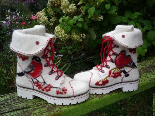 """Обувь ручной работы. Ярмарка Мастеров - ручная работа. Купить Ботинки """"Красногрудые"""". Handmade. Белый, валенки для улицы, шерсть 100%"""