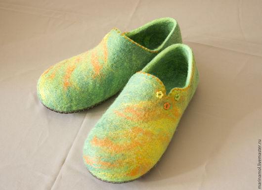"""Обувь ручной работы. Ярмарка Мастеров - ручная работа. Купить Женские валяные тапочки """"Весенние"""". Handmade. Ярко-зелёный"""