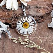 Украшения handmade. Livemaster - original item Resin pendant with real Chamomile flowers